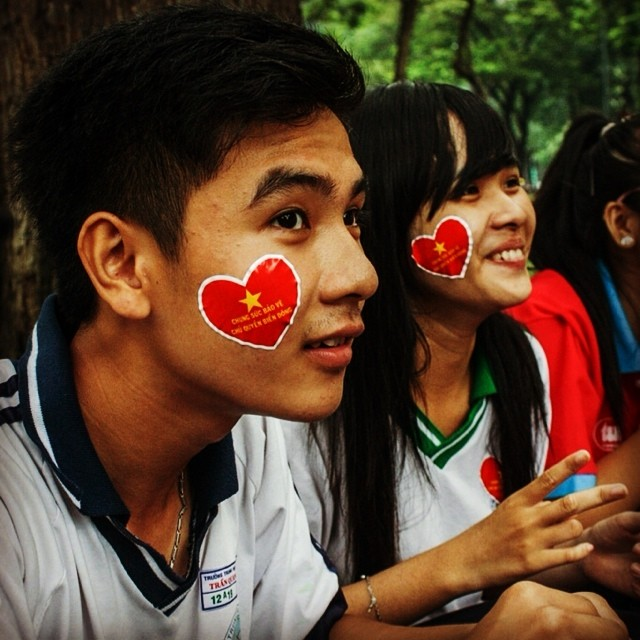 Caught up with these students a few days ago, relaxing in the park after a rally protesting China's incursion over Vietnamese territorial waters surrounding two tiny islands in the East Sea (aka South China Sea). They literally had love of nation plastered on their faces. It made me wonder why invisible man-made boundaries need turn us into enemies.